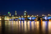 Southwark Bridge Nightscape and the City — Stock Photo
