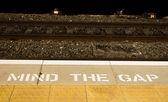 Mind the Gap Sign — Stock fotografie