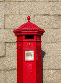 Closeup to a Royal Mail red postbox — Stock Photo
