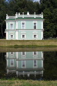 Italian House is reflected in a pond (Kuskovo Estate near Moscow — Stock Photo