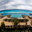 The beach front at a luxury beach resort in Cancun — Stock fotografie