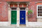 Casas geminadas em um inglês imóveis residenciais — Foto Stock