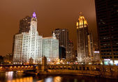 The high-rise buildings along Chicago River — Photo