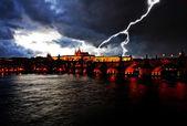 在晚上壮丽的布拉格城堡 — 图库照片