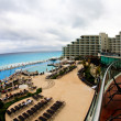 The beach front at a luxury beach resort in Cancun — Foto de Stock