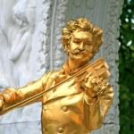 The Statue of Johann Strauss in Stadtpark in Vienna — Stock Photo #29387759