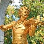 The Statue of Johann Strauss in Stadtpark in Vienna — Stock Photo #29388325
