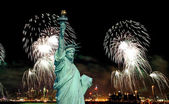 The Statue of Liberty and 4th of July fireworks — Foto de Stock