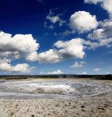 Le paysage du bassin inférieur de geyser à yellowstone — Photo