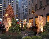 节日灯显示在洛克菲勒中心 — 图库照片