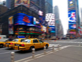 Taxi in times square — Stockfoto