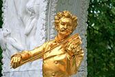 The Statue of Johann Strauss in Stadtpark in Vienna — Stock Photo