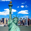 The Statue of Liberty and Manhattan Midtown Skyline — Stock Photo