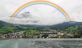 Het kleine dorpje op de heuvels rond lake luzern in zwitserland — Stockfoto