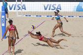 Heather Bansley & Elizabeth Maloney (CAN) vs Alejandra Simon & Andrea Garcia Gonzalo (ESP) during the FIVB International Beach Volleyball tournament — Photo