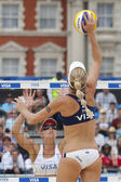 Jennifer Kessy (USA) and Lisa Rutledge (USA) during the FIVB International Beach Volleyball tournament — 图库照片