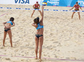 Kacie MacTavish & Julie Rodrigue (CAN) vs Chen Xue & Xi Zhang (CHN) during the FIVB International Beach Volleyball tournament — Stock Photo