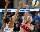 Shauna Mullin & Zara Dampney (GBR) vs Alejandra Simon & Andrea Garcia Gonzalo (ESP) during the FIVB International Beach Volleyball tournament — Stock Photo