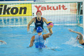 WPO: World Aquatic Championships - USA vs Greece. Elizabeth Armstrong, Angelika Gerolimou — Stock Photo