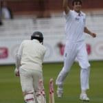 Постер, плакат: Cricket England vs Bangladesh 1st test day 3 Steve Finn Mushfiqur Rahim