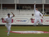Cricket. England vs Bangladesh 1st test day 3. Andrew Strauss, Matt Priorcelebrate, Jahurul Islam — Stock Photo