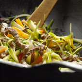 Stir fried vegetables with beef slices — Stock Photo