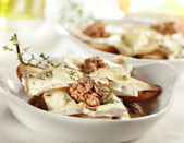 Tasty baked pear with brie honey walnut and thyme — Stock fotografie