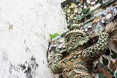 гигантские, титан статуя на ват арун в таиланде. — Стоковое фото