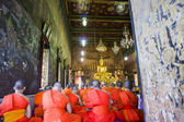 Monk and people go to Wat Rakung-kositaram for worship and Pay homage to a Buddha image — Stock Photo