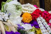 Lotus och några blommor för buddha ritual bangkok thailand — Stockfoto