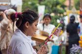 BANGKOK, THAILAND - October 3 : Thai Buddhist woman donates bank — Stock fotografie