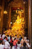 BANGKOK, THAILAND - October 3 : Thai Buddhist woman respect to B — Stock fotografie