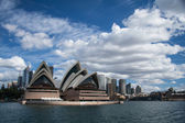 SYDNEY, AUSTRALIA-JUNE 2009 : Opera house is the landmark of Sydney — Stock Photo