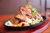 Thai beef sizzling on hot plate — Stock Photo