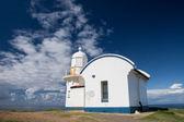 青い空と光の家. — ストック写真