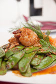 Thai stir fried snowpea with prawn. — Stock Photo