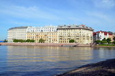 Neva river embankment in St. Petersburg, Russia — Stockfoto