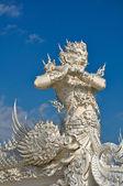 Statue géante de native de style thaï au wat rong khun, chiang rai pro — Photo