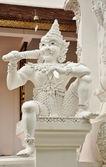 Sculpture géante dans un style thaï natif — Photo