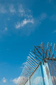 The barbed wire and sharpen iron with blue sky — Stock Photo