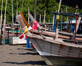 The long-tail boat park during ebb tide — Stock Photo