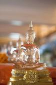 La statua del buddha in vetro — Foto Stock