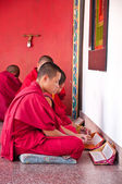 Tibetian lama is praying at Ramtek Monastery in Gungtok — Stock Photo