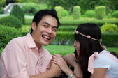 Ritratto di una coppia felice, ridendo di fotocamera — Foto Stock