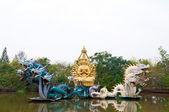 Bódhisattva socha s drakem — Stock fotografie