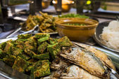 Thai traditional food with fried mackerel and vegetable omelet — Stok fotoğraf