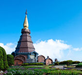 The modern thai style pagoda with blue sky and garden in Thailan — Stock Photo