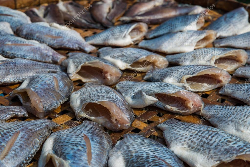 el pescado seco de tilapia del nilo como estilo tailand s