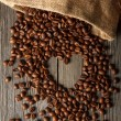 Heart shape from coffee beans — Stock Photo