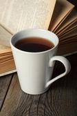 杯茶,老书 — 图库照片